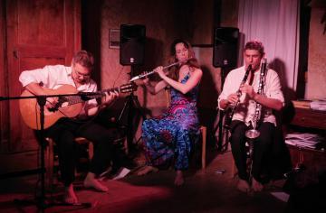 Antoinette Trio au coin du cantou
